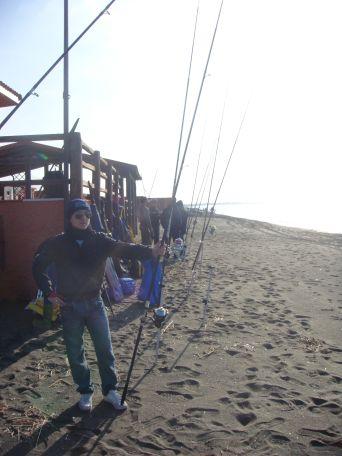 Tanti appassionati di surfcasting sono pronti per iniziare il corso di lancio tecnico