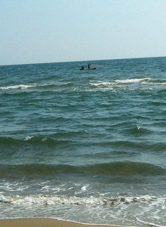 barca cala reti a pochi metri dalla riva