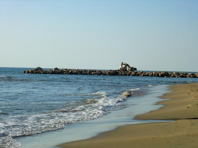 frangiflutti perpendicolari alla riva